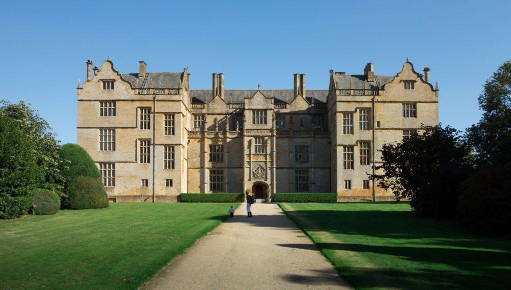 انتخاب دانشگاه برای اپلای دورهی دکترا تصمیمی چالش برانگیز است که نیاز به جمعآوری اطلاعات دارد.
